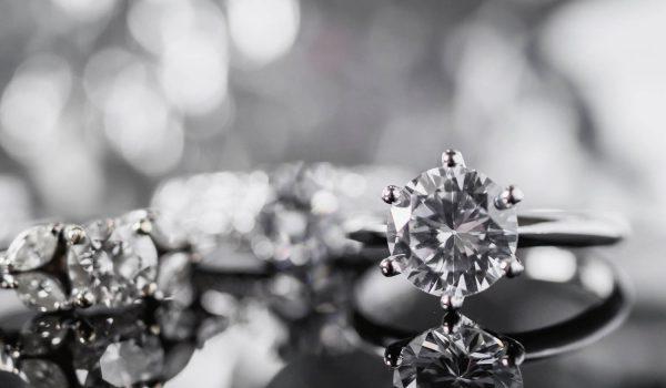 biżuteria z kamieniami - hurt